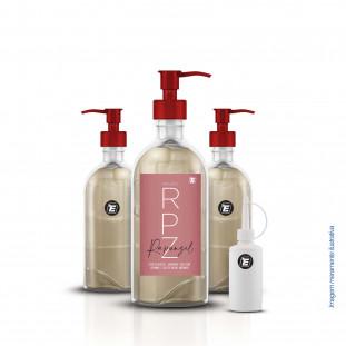 Imagem frontal de um mockup dos frascos que contemplam o kit, sendo um frasco pump 750ml, 2 frascos pumps de 200ml e um frasco tonico de 50 ml